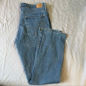 Levi's mid rise straight leg medium wash jean